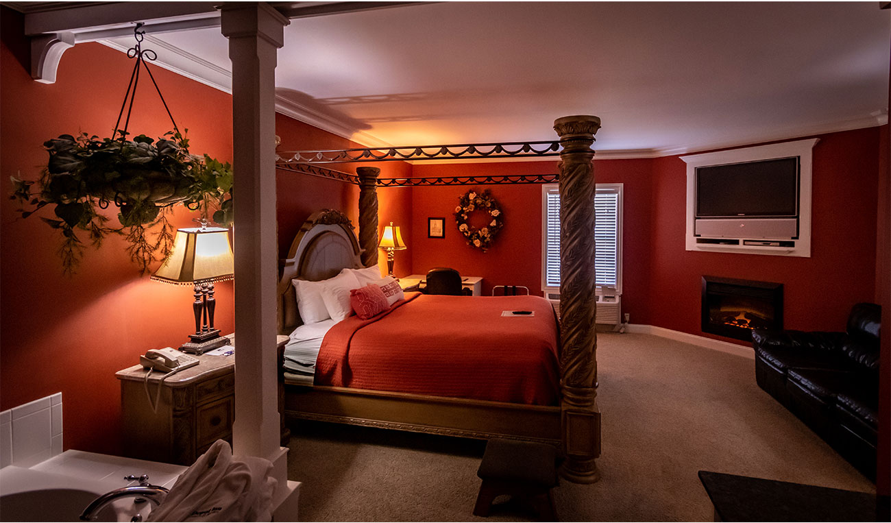 Victorian Suite - Depot Inn & Suites